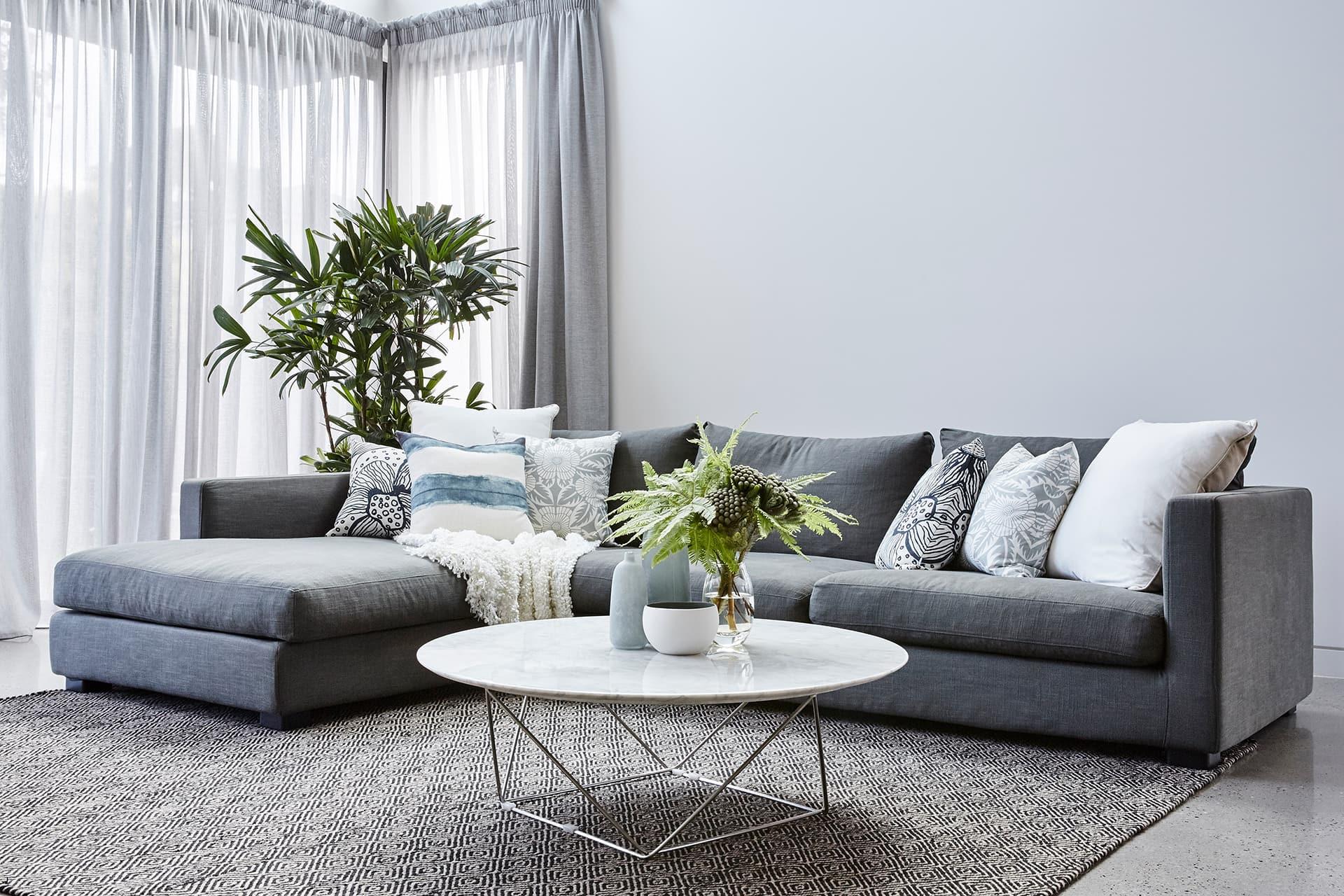 Cách chọn kích thước ghế sofa lý tưởng cho không gian nhà bạn - Ảnh 1.