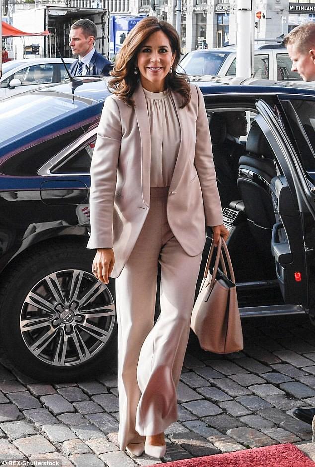 Kém những 10 tuổi nhưng Kate Middleton còn lâu mới theo kịp Công nương Đan Mạch về khoản mặc đẹp - Ảnh 9.