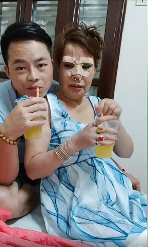 """Sau nhiều tháng """"sóng yên biển lặng"""", cô dâu 63 tuổi ở Cao Bằng và chồng trẻ gây sốt với hình ảnh bên phản thịt lợn và bí ẩn cuộc sống phía sau - Ảnh 3."""