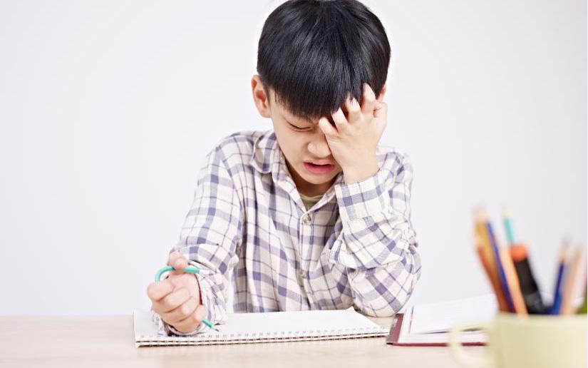 """6 thói quen này có thể """"đánh cắp"""" trí thông minh của trẻ, điều thứ 4 nhiều cha mẹ mắc phải nhất"""