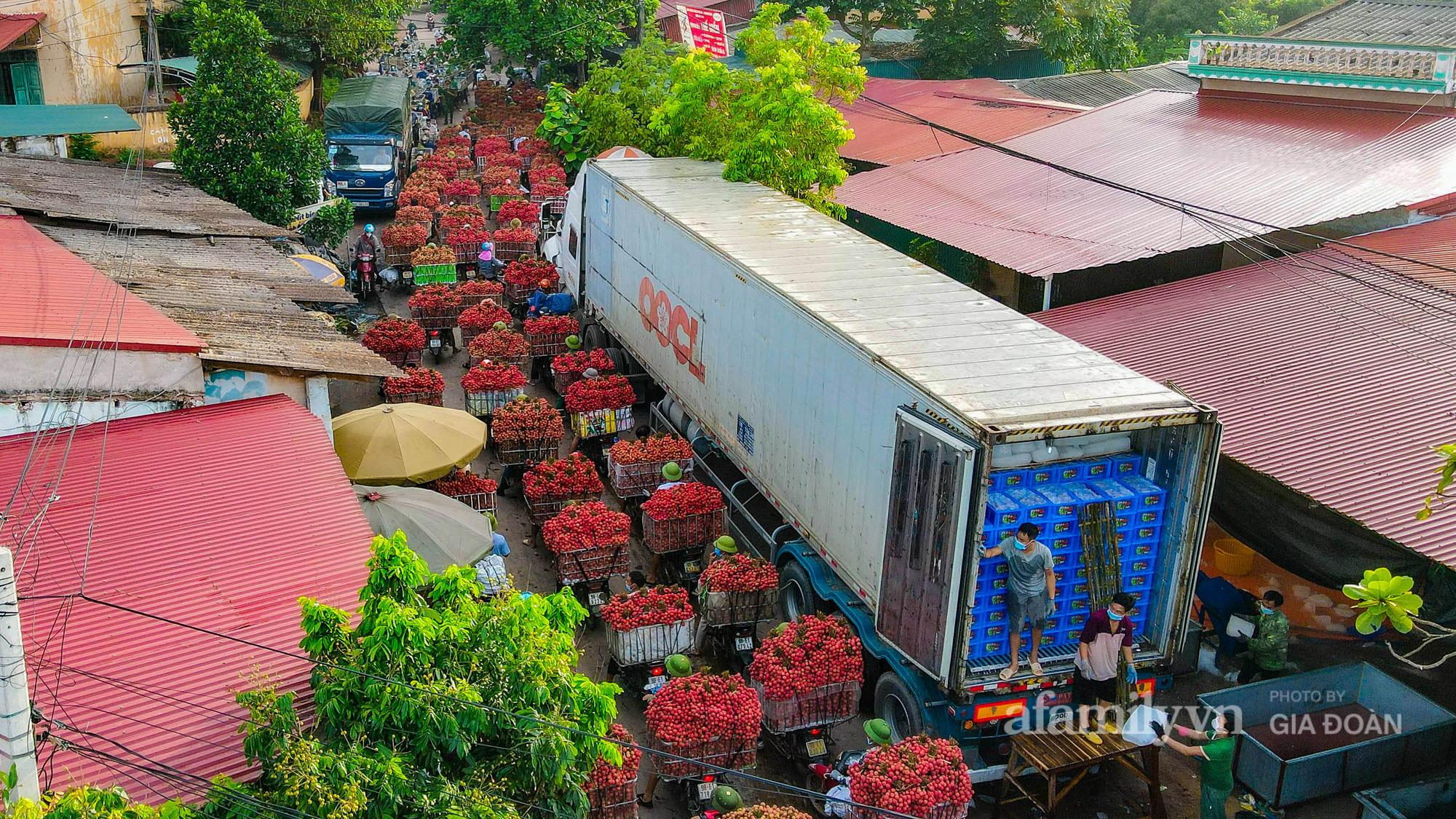 Chợ vải Bắc Giang nhộn nhịp vào mùa - Ảnh 2.