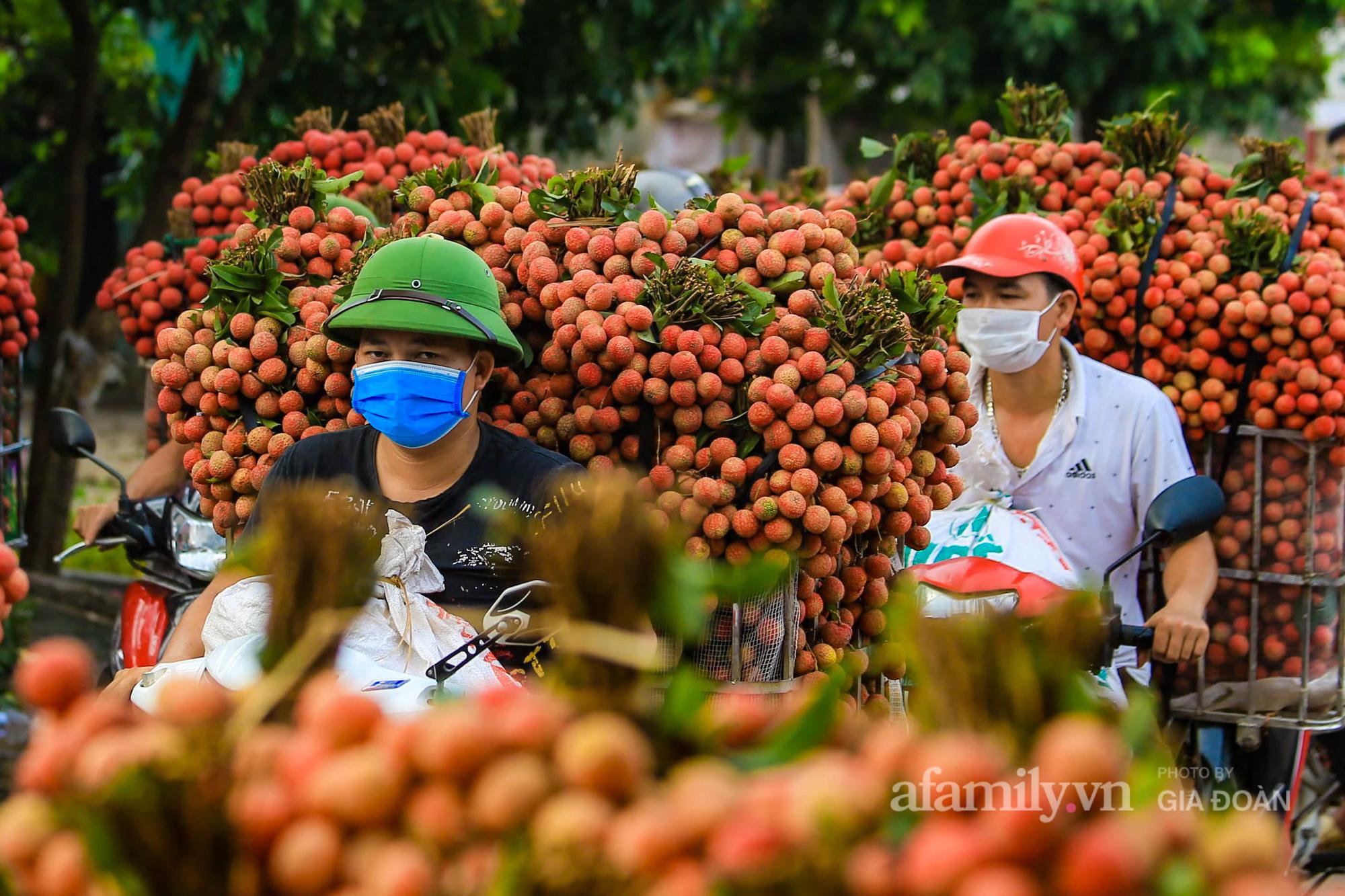 Chợ vải Bắc Giang nhộn nhịp vào mùa - Ảnh 4.