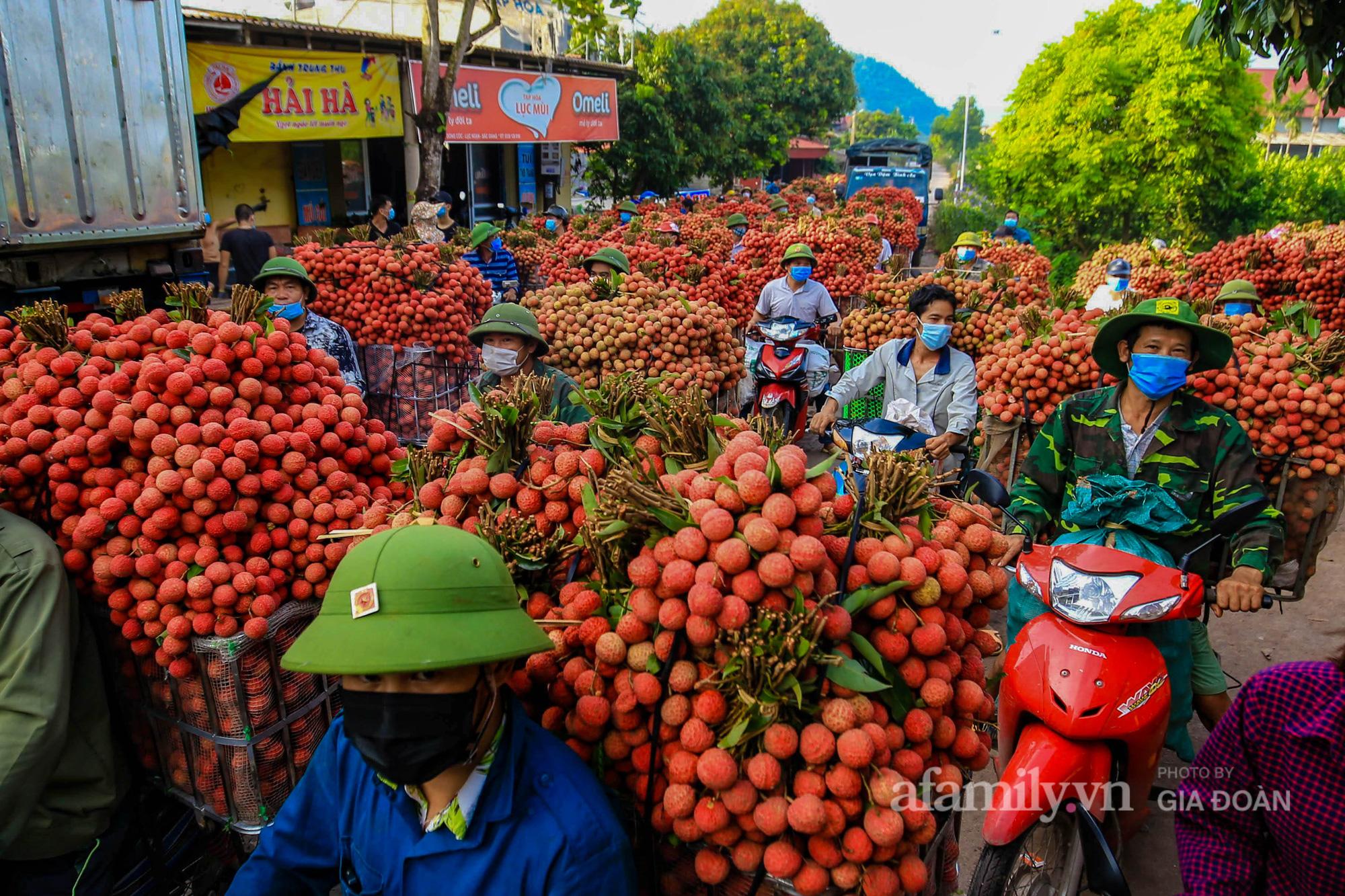 Chợ vải Bắc Giang nhộn nhịp vào mùa - Ảnh 5.