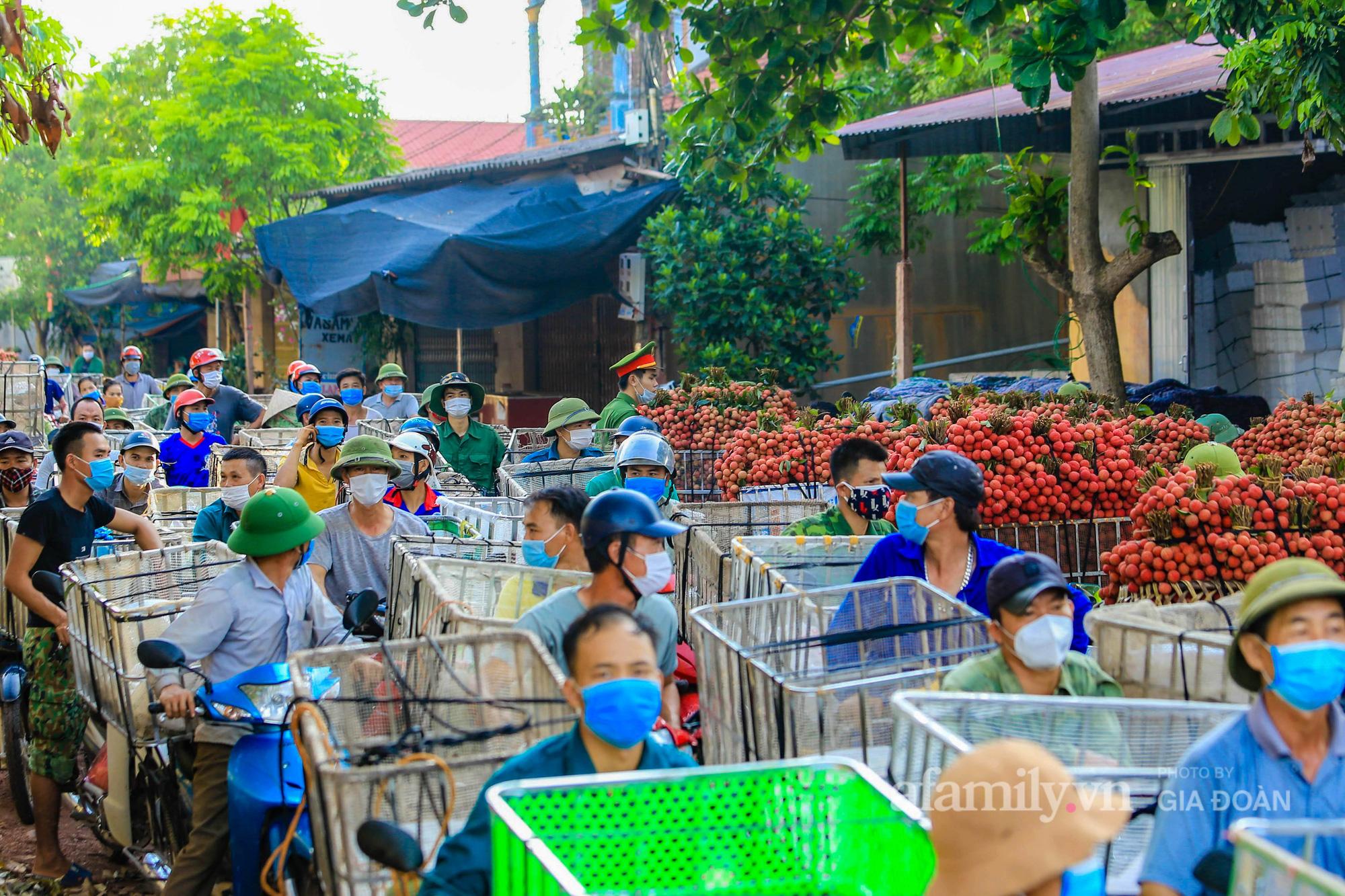 Chợ vải Bắc Giang nhộn nhịp vào mùa - Ảnh 6.