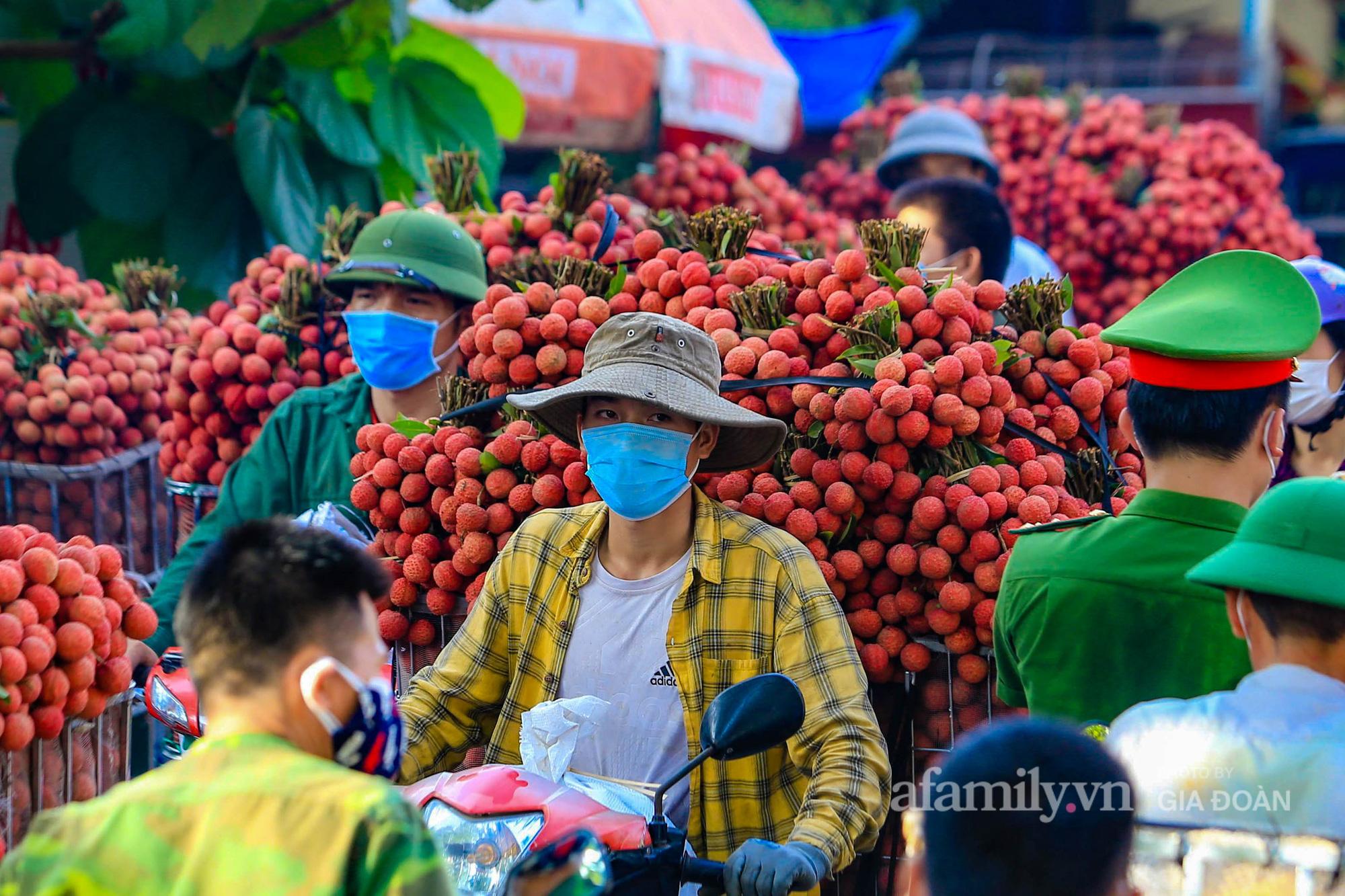 Chợ vải Bắc Giang nhộn nhịp vào mùa - Ảnh 8.