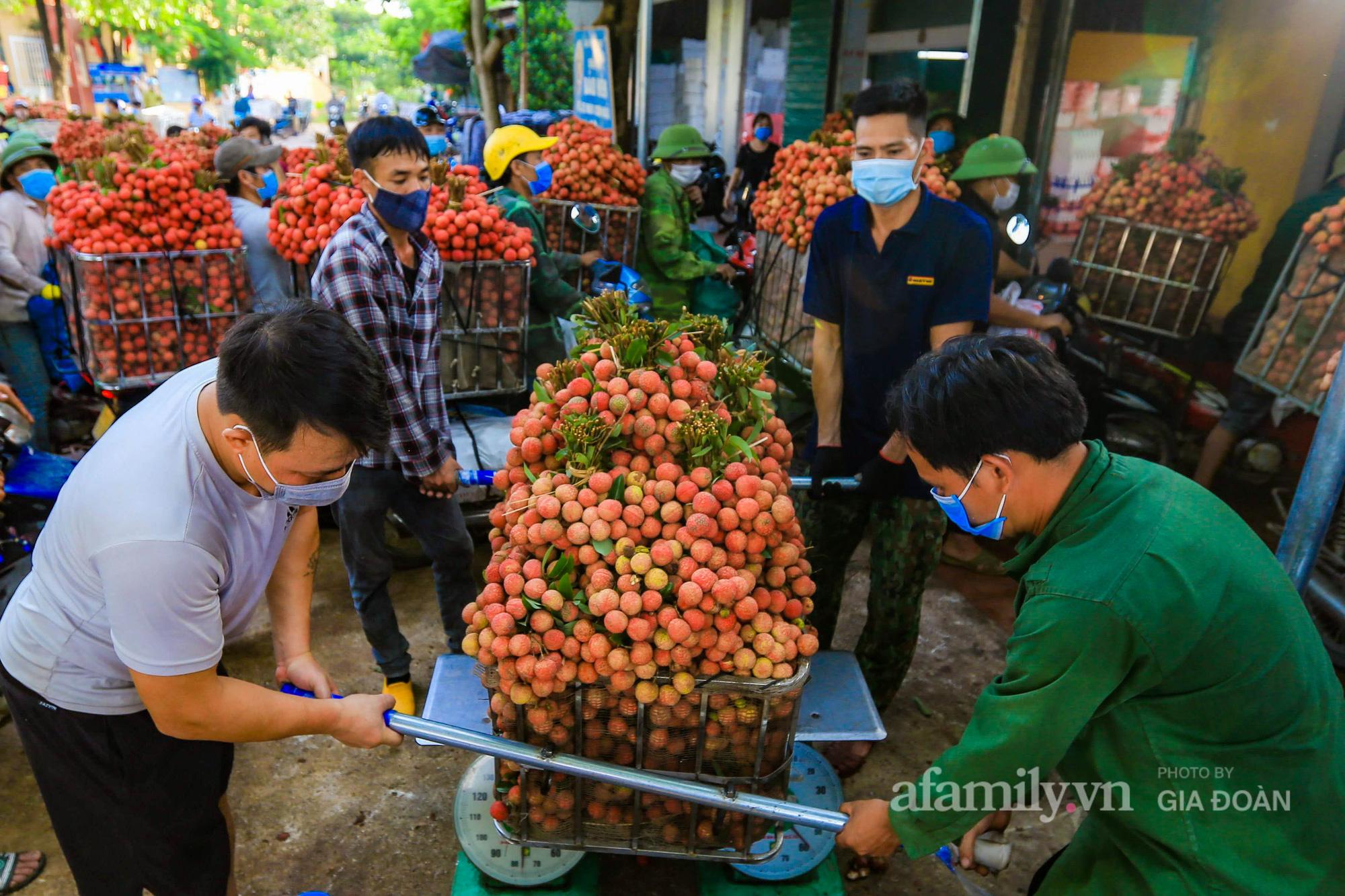 Chợ vải Bắc Giang nhộn nhịp vào mùa - Ảnh 9.
