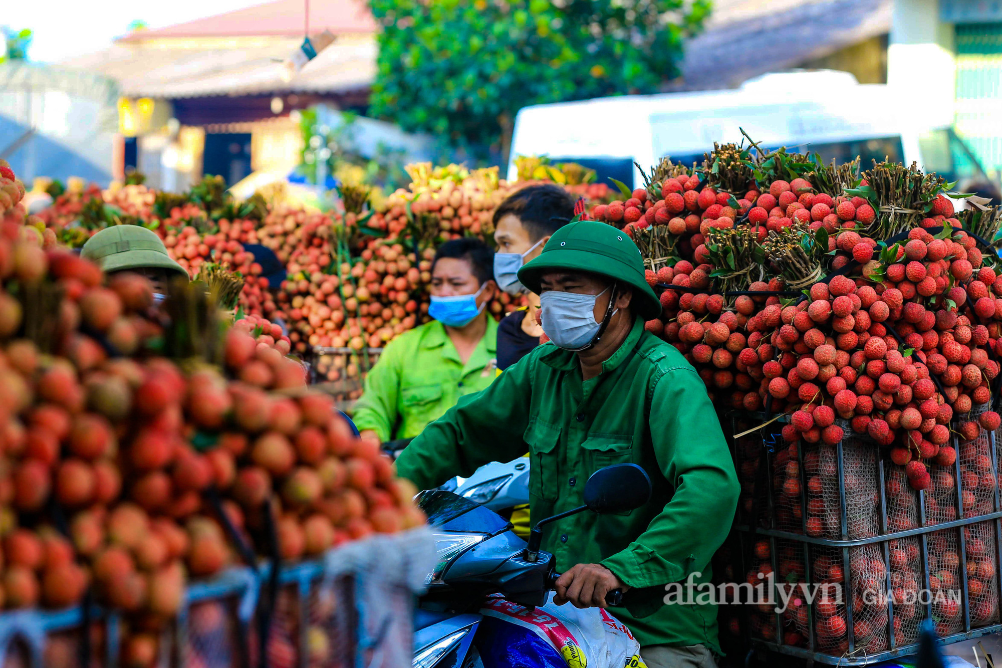 Chợ vải Bắc Giang nhộn nhịp vào mùa - Ảnh 13.