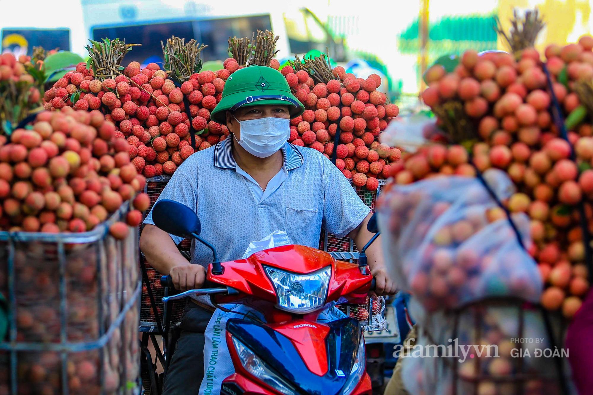 Chợ vải Bắc Giang nhộn nhịp vào mùa - Ảnh 14.