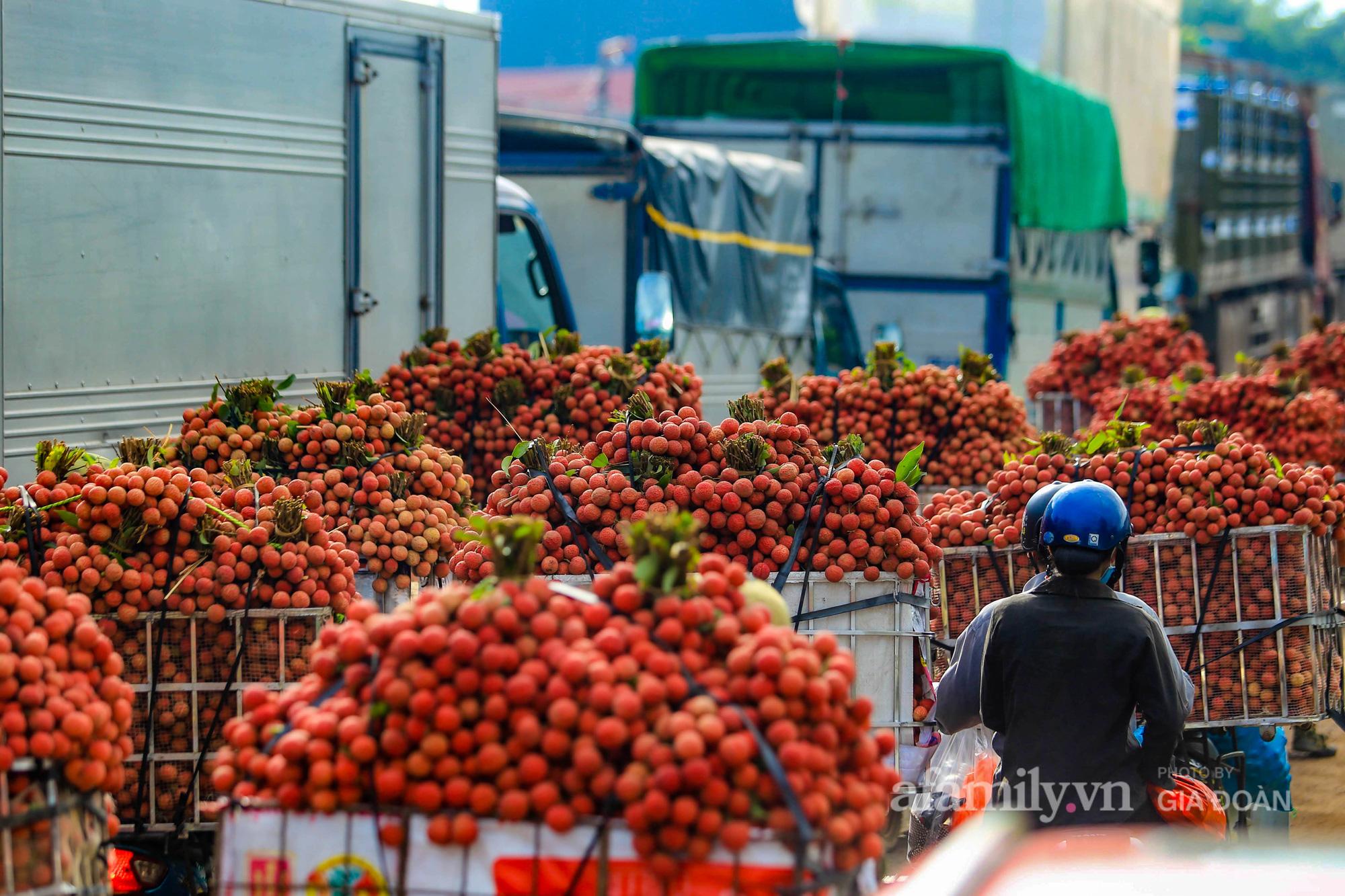 Chợ vải Bắc Giang nhộn nhịp vào mùa - Ảnh 17.