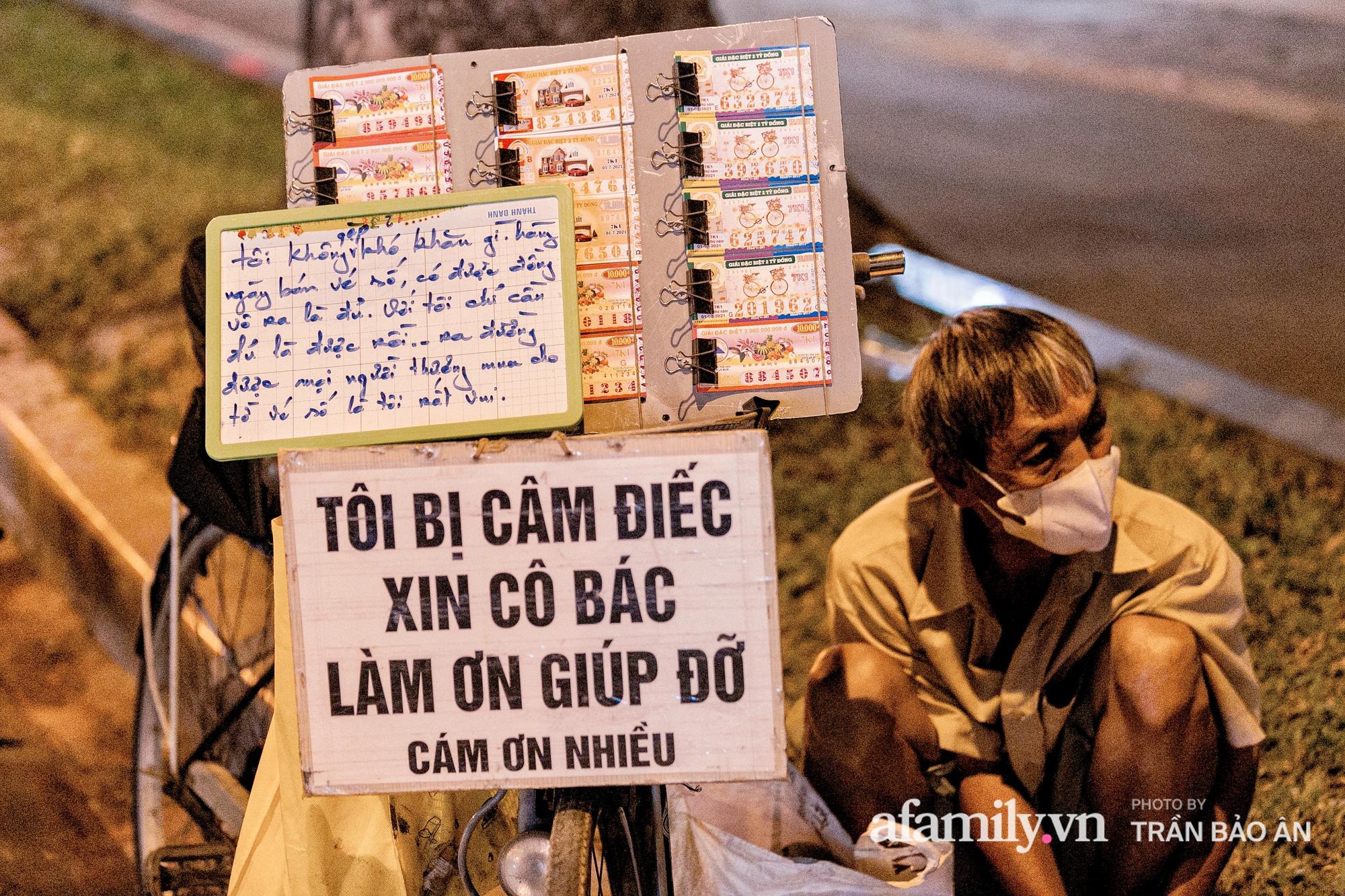 Cụ ông câm, điếc cưu mang chú chó nhỏ, thà rong rủi bán vé số để lấy tiền nuôi nhau chứ không nhận 70 triệu khi người Sài Gòn dang tay giúp đỡ  - Ảnh 9.