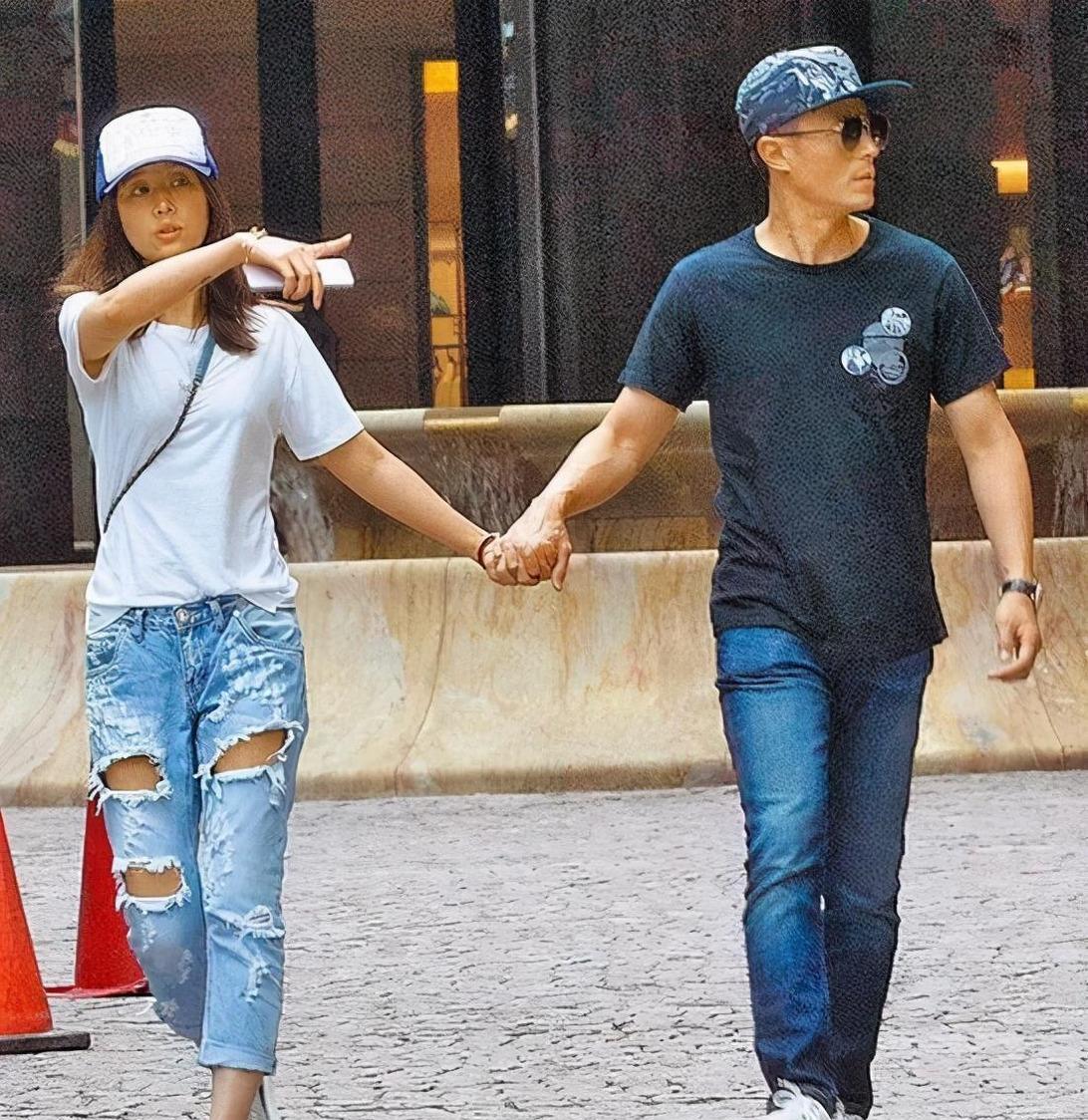 Chị em 30+ cứ mặc quần jeans lỗi như Lâm Tâm Như thì style sẽ không bao giờ khá lên được