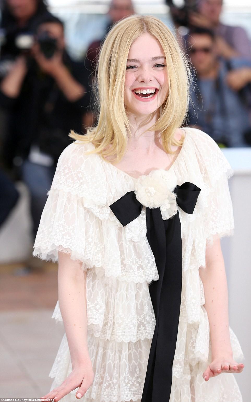 Lịch sử Cannes từng ghi dấu của 1 nàng tiên tím: Mỗi khoảnh khắc đều hóa cổ tích, từng ngất xỉu vì diện váy quá chật - Ảnh 13.