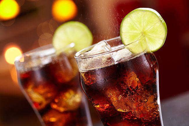 """Thanh niên 25 tuổi mắc bệnh tiểu đường dù ăn chay hàng ngày, bác sĩ nói: Uống nhiều một loại nước này khác nào tự """"bơm đường"""" vào người - Ảnh 2."""