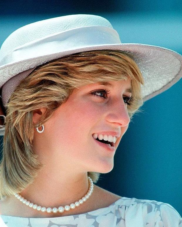 Không bao giờ mất đi vẻ nữ tính dù cắt tóc ngắn ngủn, bí kíp của công nương Diana chỉ có 2 điều - Ảnh 2.