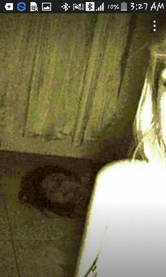 Cô gái chụp ảnh selfie kỷ niệm chuyến du lịch, không ngờ cho ra đời một trong những bức ảnh ghê rợn nhất Internet - Ảnh 2.