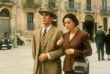 Phim 18 + Malèna: Những cảnh khoe thân làm tình bỏng mắt và bí mật của người phụ nữ khiến mọi đàn ông khát thèm - Ảnh 6.