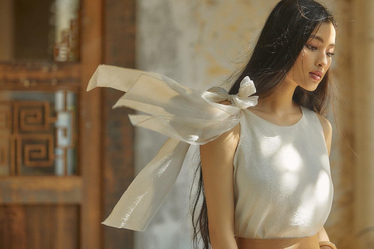 Bắt gặp mẹ con Á hậu Tú Anh và loạt sao Việt shopping trong triển lãm thời trang - Ảnh 4.