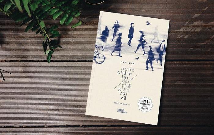"""Sao Việt đọc gì mùa giãn cách: Nhìn chồng sách của Hà Tăng mà hoa mắt, Helly Tống hay HH Tiểu Vy đều """"ghiền"""" chung 1 cái tên - Ảnh 11."""