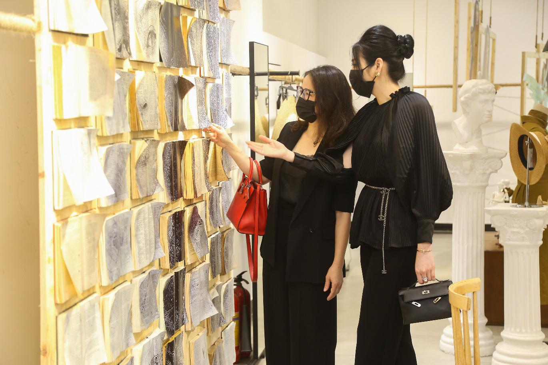 Bắt gặp mẹ con Á hậu Tú Anh và loạt sao Việt shopping trong triển lãm thời trang - Ảnh 1.