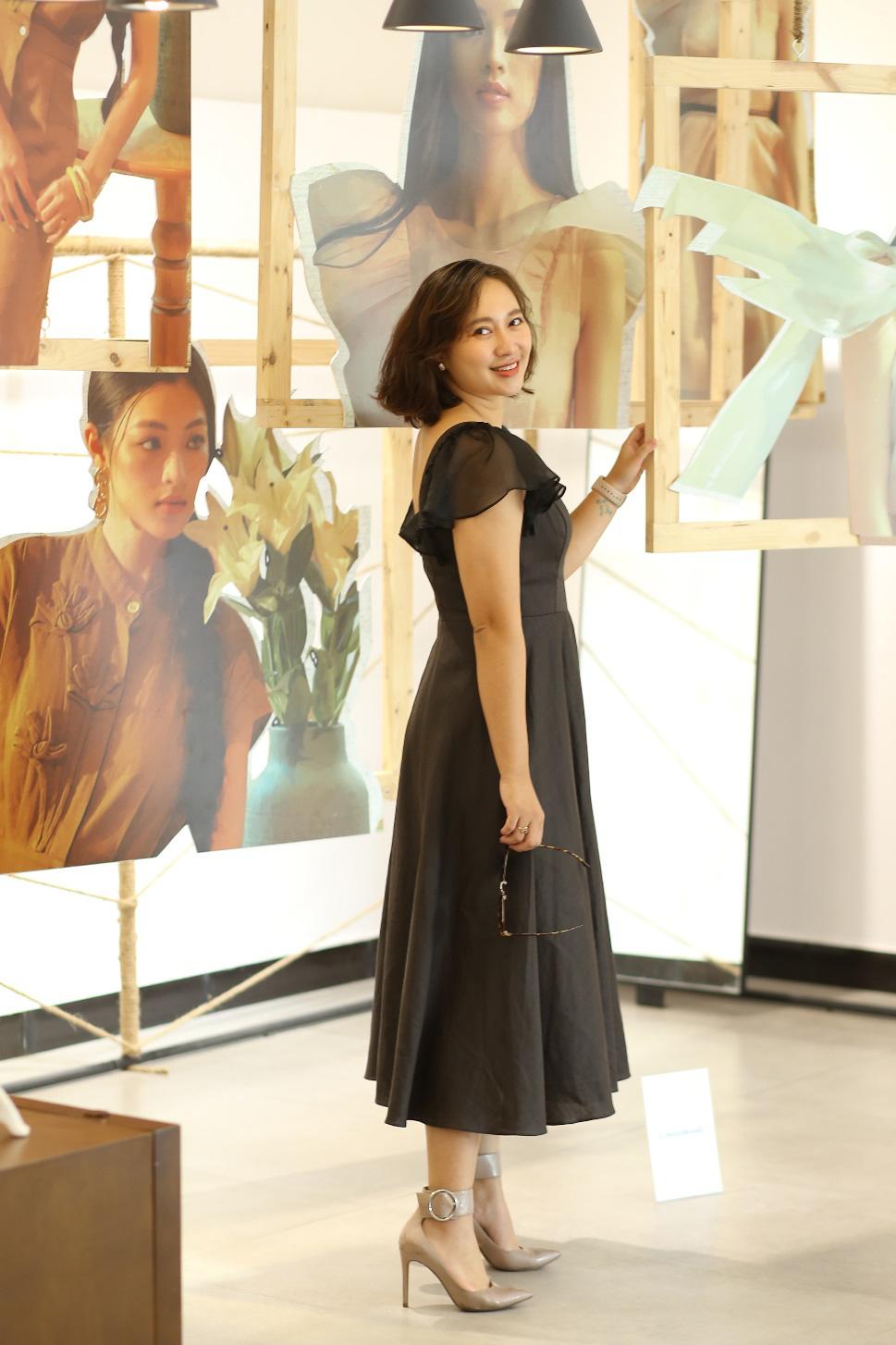 Bắt gặp mẹ con Á hậu Tú Anh và loạt sao Việt shopping trong triển lãm thời trang - Ảnh 2.