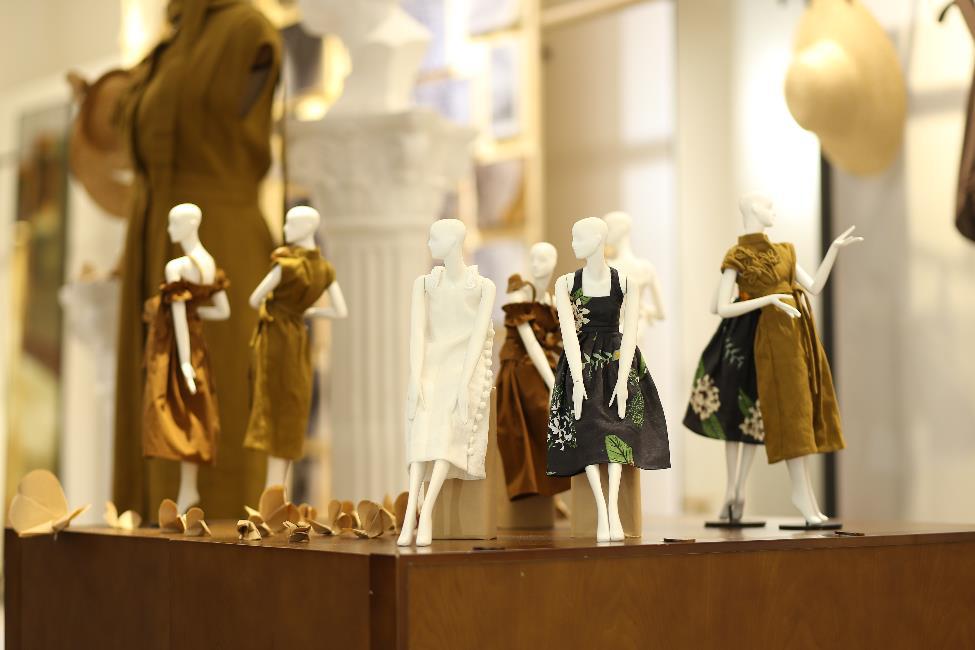 Bắt gặp mẹ con Á hậu Tú Anh và loạt sao Việt shopping trong triển lãm thời trang - Ảnh 5.