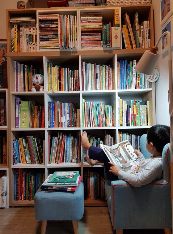 Bà mẹ bỏ việc để toàn thời gian đọc sách, rồi lại kiếm ra tiền bằng cách đi đọc sách cho trẻ - Ảnh 3.
