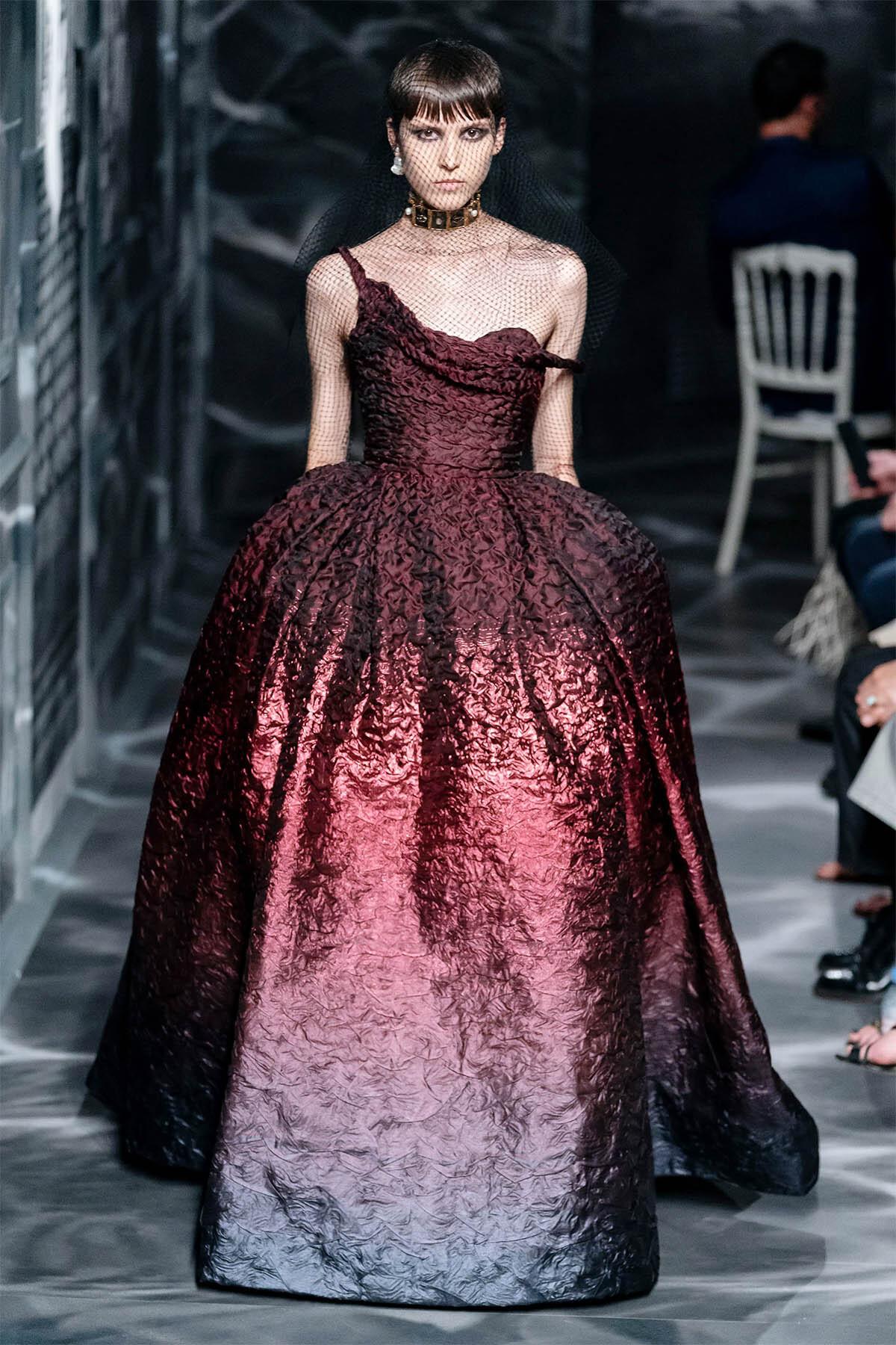 Angela Baby cũng có ngày lép vế khi diện đồ Dior, nhan sắc 10 điểm nhưng thần thái kém cạnh hẳn chị đại trên thảm đỏ Cannes - Ảnh 5.