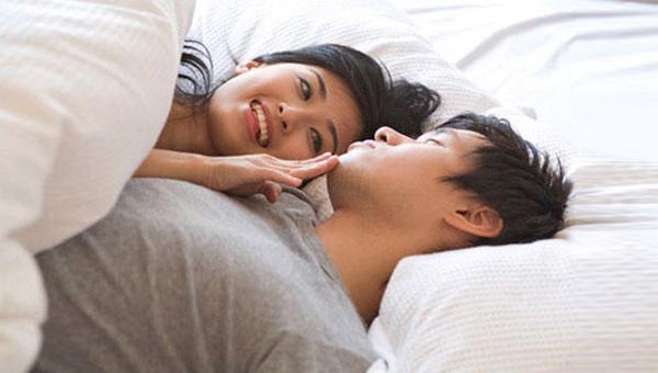 """Cô vợ bắt trend dùng ngôn ngữ lạ khi """"ân ái"""" cùng chồng, nhập vai """"đại tỷ"""" khiến đối phương thăng hoa bất ngờ - Ảnh 1."""