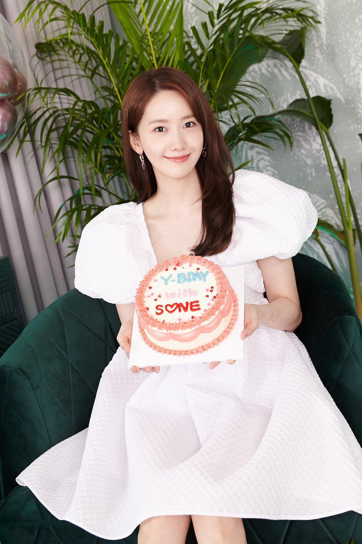 Jennie đụng váy công chúa với Yoona: Không nói đố ai biết 2 nàng chênh nhau đến 6 tuổi - Ảnh 4.