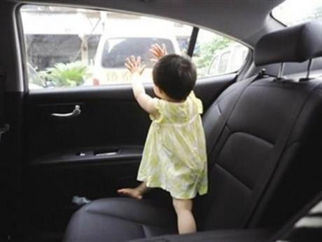 Chị gái 9 tuổi dẫn em vào ô tô chơi rồi mắc kẹt nhiều giờ giữa nắng gần 40 độ, bé gái 22 tháng tuổi suýt mất mạng - Ảnh 2.