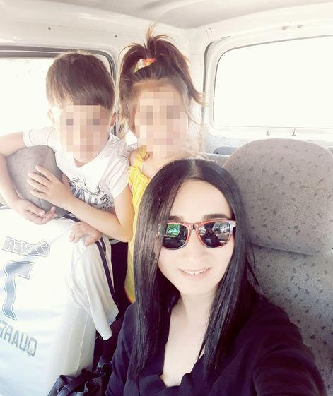 2 đứa trẻ vẽ tranh tố bị bố mẹ hành hạ, cho kẻ xấu xâm hại đổi lấy tiền, xót xa nhất là những dấu chấm trên cơ thể nạn nhân - Ảnh 3.
