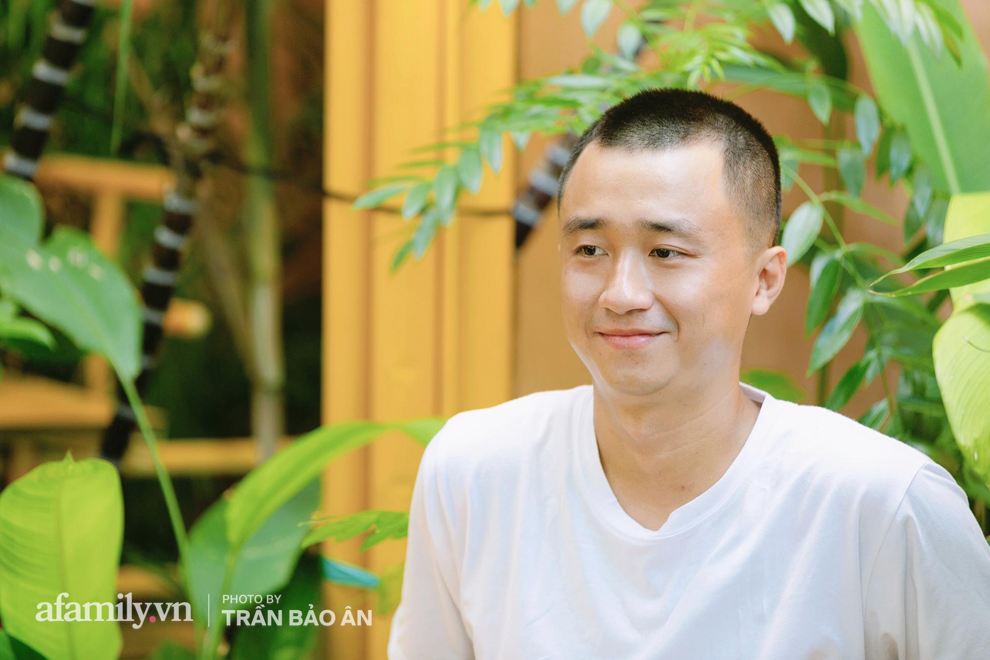 """""""Tuyên chiến Covid"""" 3 chàng trai mở cửa tiệm nước mía lạ nhất Sài Gòn, ai đi qua cũng trầm trồ """"đẹp như khu vui chơi""""! - Ảnh 4."""