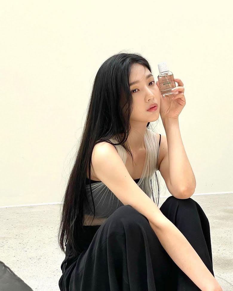 Dụi mắt vài lần cũng không nhận ra Joy (Red Velvet) - Yerin (GFriend) khi đọ visual gay gắt trong quảng cáo mới - Ảnh 7.