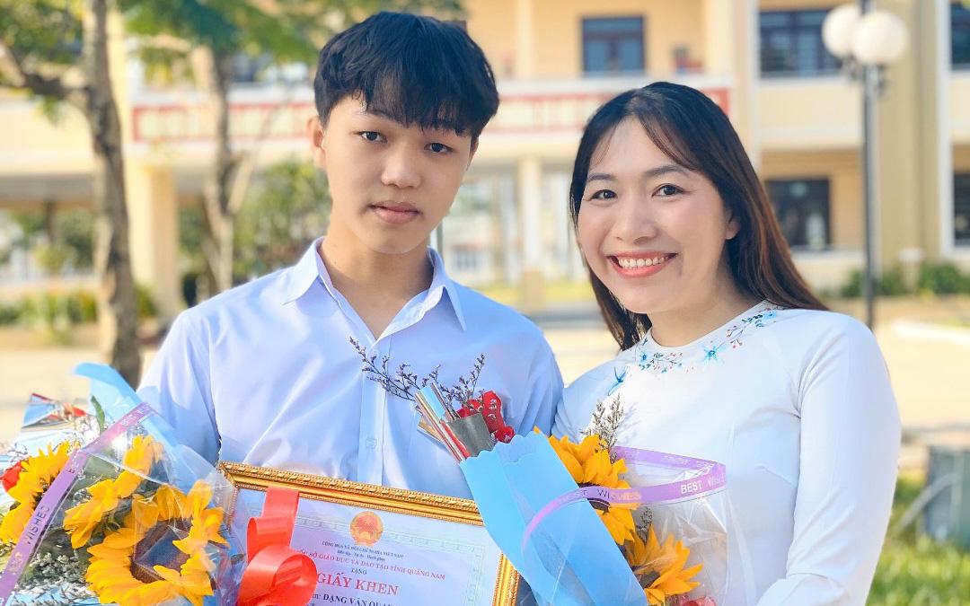 Gặp nam sinh đạt điểm 10 môn Văn tốt nghiệp THPT 2021: Mê văn chương đến nỗi xin được đứng lớp nhưng chọn ngành học đại học mới khiến ai nấy ngạc nhiên