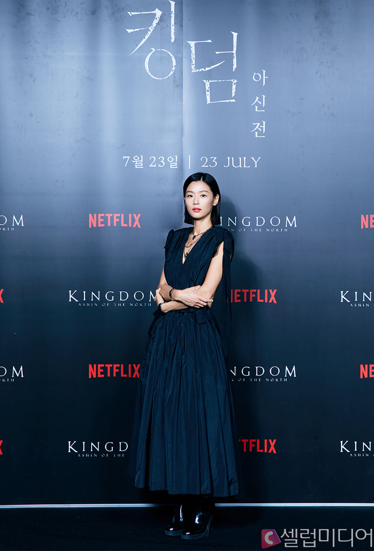 """Sau tin đồn ly hôn, Jeon Ji Hyun khiến dân tình """"hết hồn"""" với tóc tai mà makeup chán đời chưa từng thấy - Ảnh 4."""