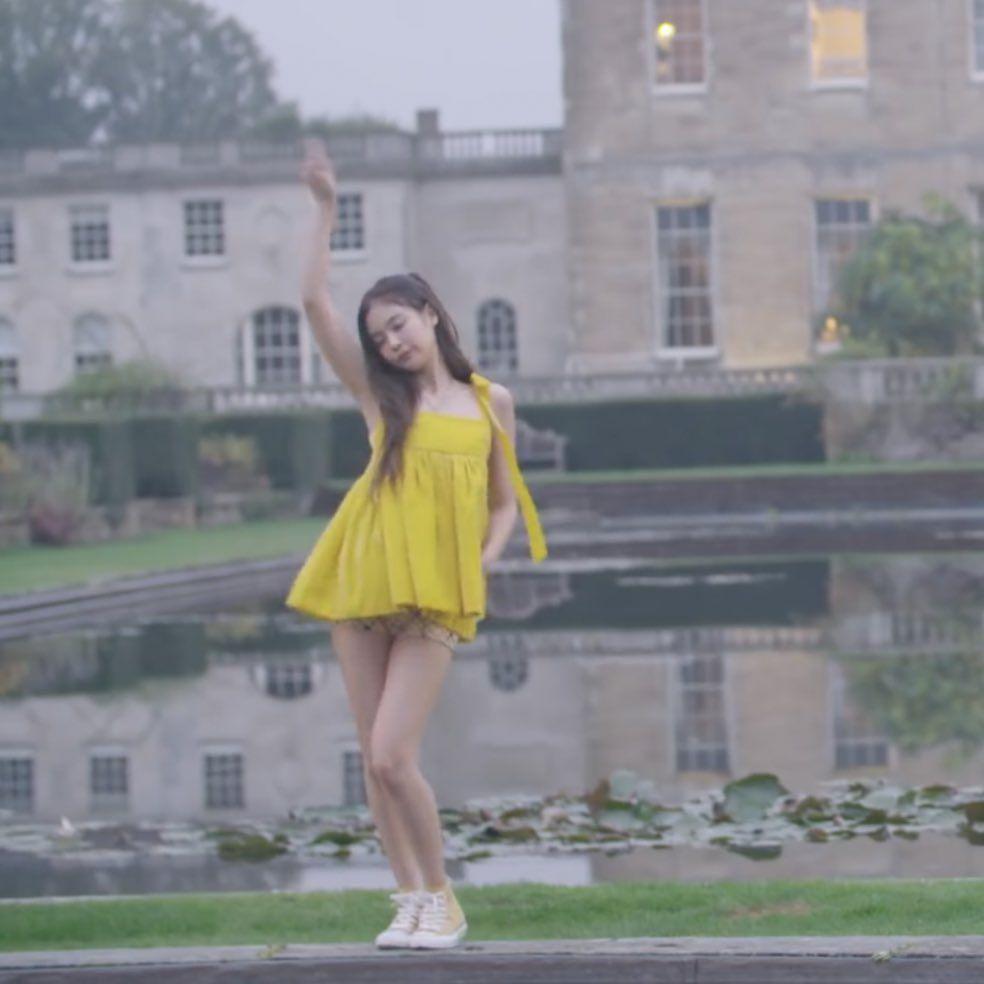 Chẳng ngờ sang chảnh như Jennie cũng bị 2 kiểu váy này hại tơi tả: Vừa dừ vừa lộ nhược điểm body - Ảnh 6.
