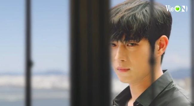 """Cuộc chiến thượng lưu 3 tập 8: Bị Seok Hoon """"đá"""", Ro Na bất ngờ cặp bồ với """"trai vô dụng"""" Minhyuk? - Ảnh 4."""