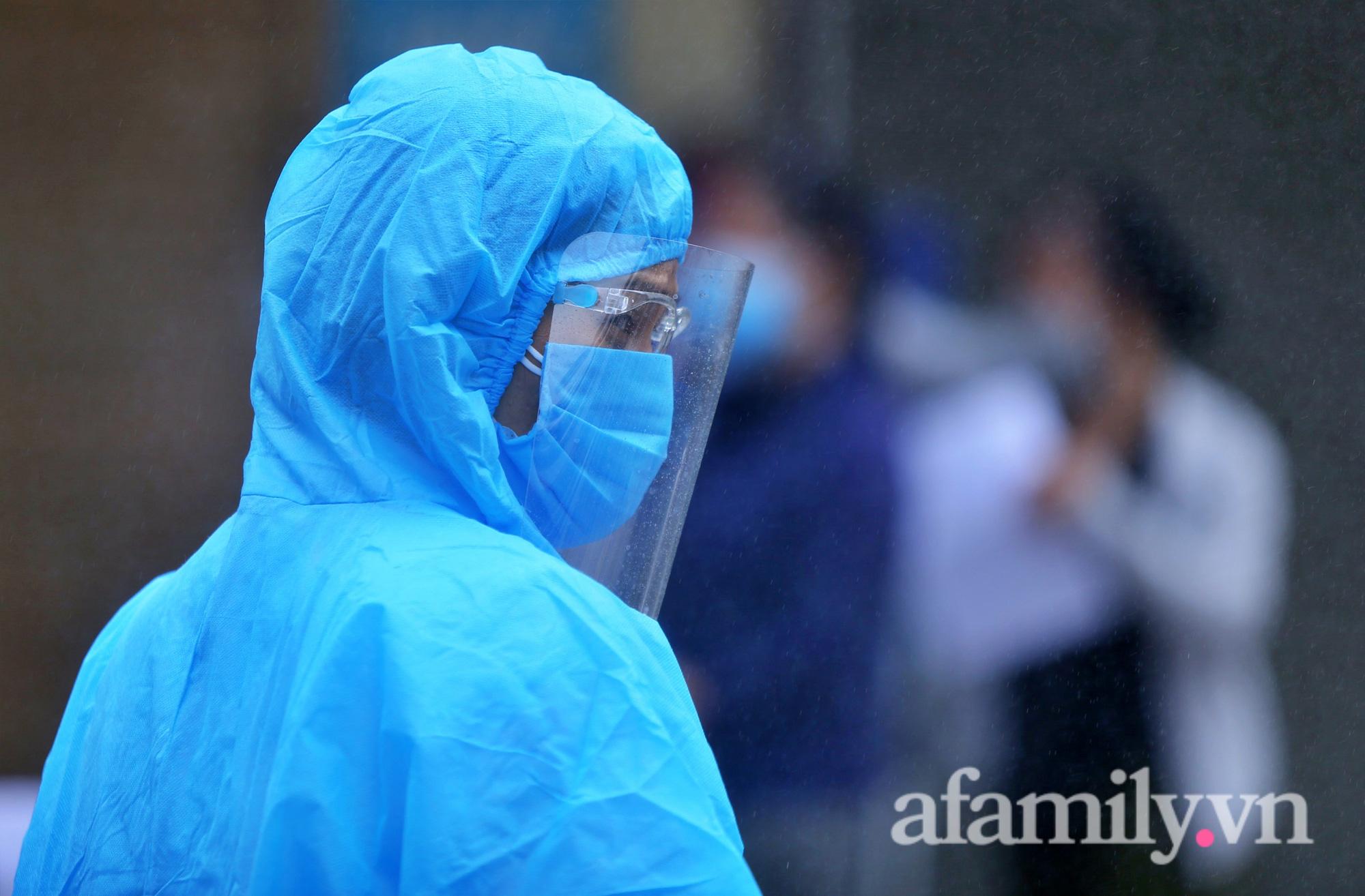 """""""Chùm lây nhiễm"""" nhà thuốc Đức Tâm, 95 Láng Hạ tiếp tục được lấy mẫu xét nghiệm  - Ảnh 6."""