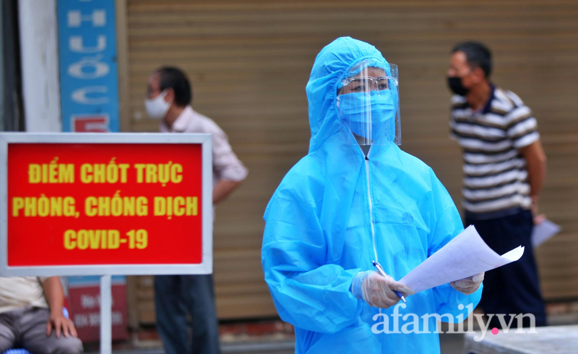 """""""Chùm lây nhiễm"""" nhà thuốc Đức Tâm, 95 Láng Hạ tiếp tục được lấy mẫu xét nghiệm  - Ảnh 5."""