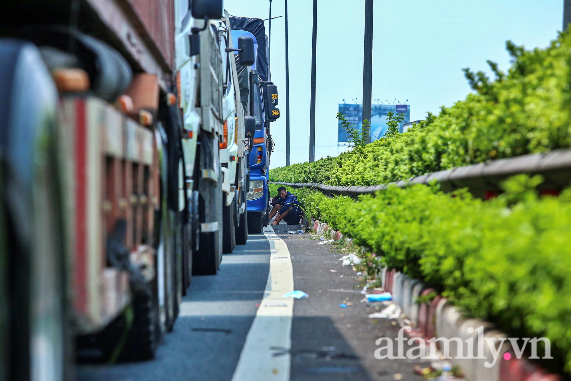 Chốt kiểm dịch Pháp Vân - Cầu Giẽ ùn xe gần chục cây số, nhiều tài xế thiếu giấy xét nghiệm - Ảnh 11.