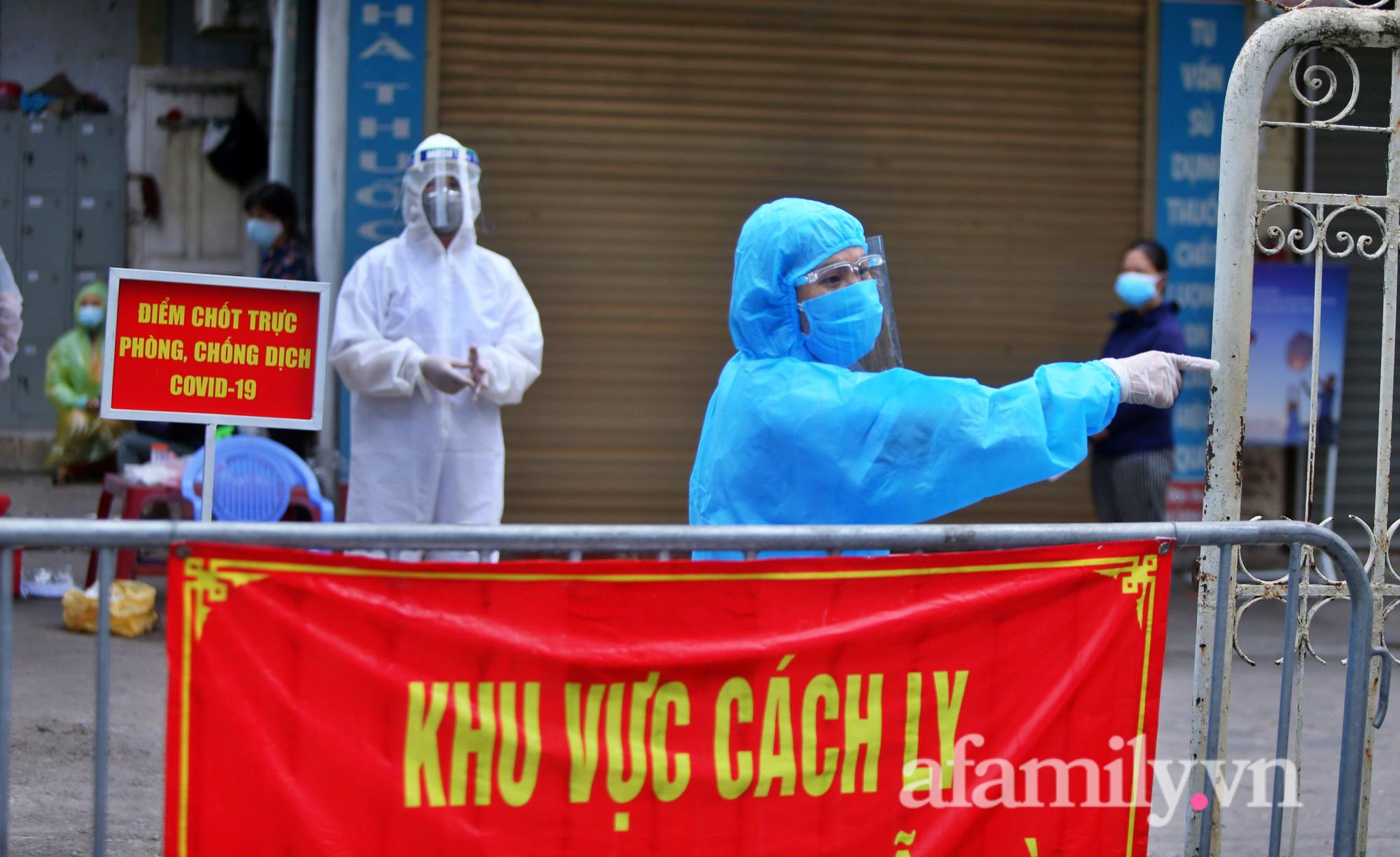 """""""Chùm lây nhiễm"""" nhà thuốc Đức Tâm, 95 Láng Hạ tiếp tục được lấy mẫu xét nghiệm  - Ảnh 4."""