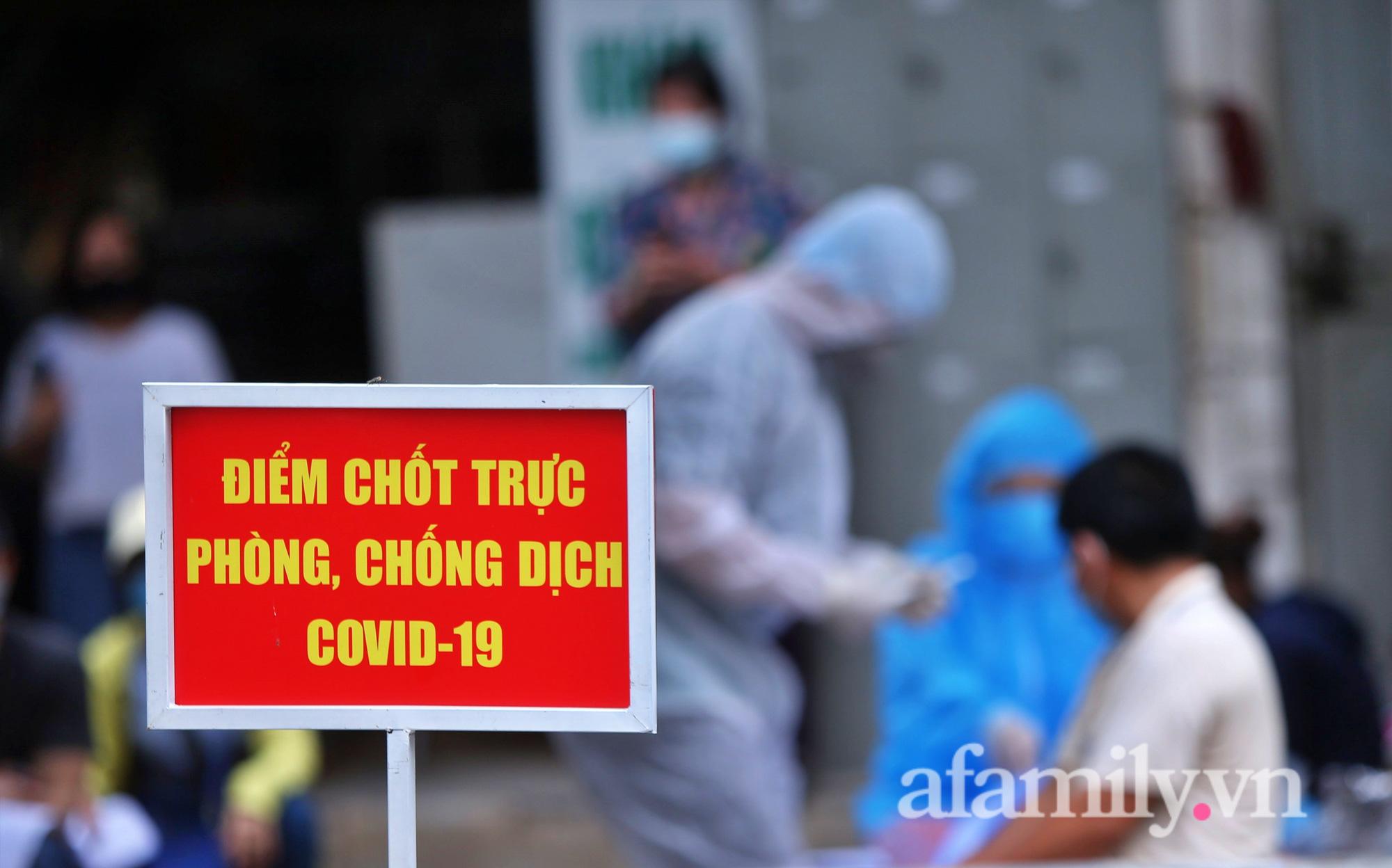 """""""Chùm lây nhiễm"""" nhà thuốc Đức Tâm, 95 Láng Hạ tiếp tục được lấy mẫu xét nghiệm  - Ảnh 9."""