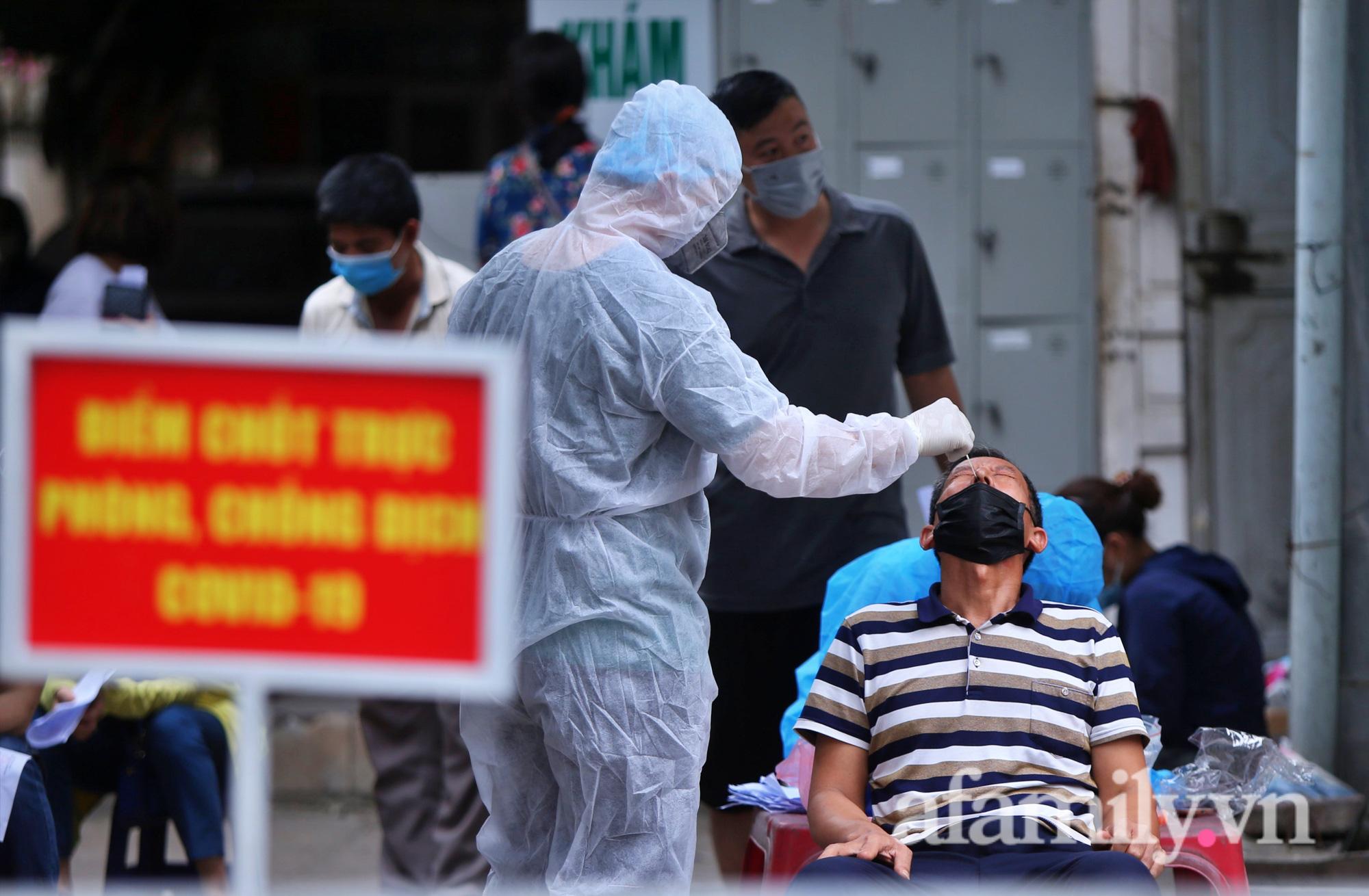 """""""Chùm lây nhiễm"""" nhà thuốc Đức Tâm, 95 Láng Hạ tiếp tục được lấy mẫu xét nghiệm  - Ảnh 7."""