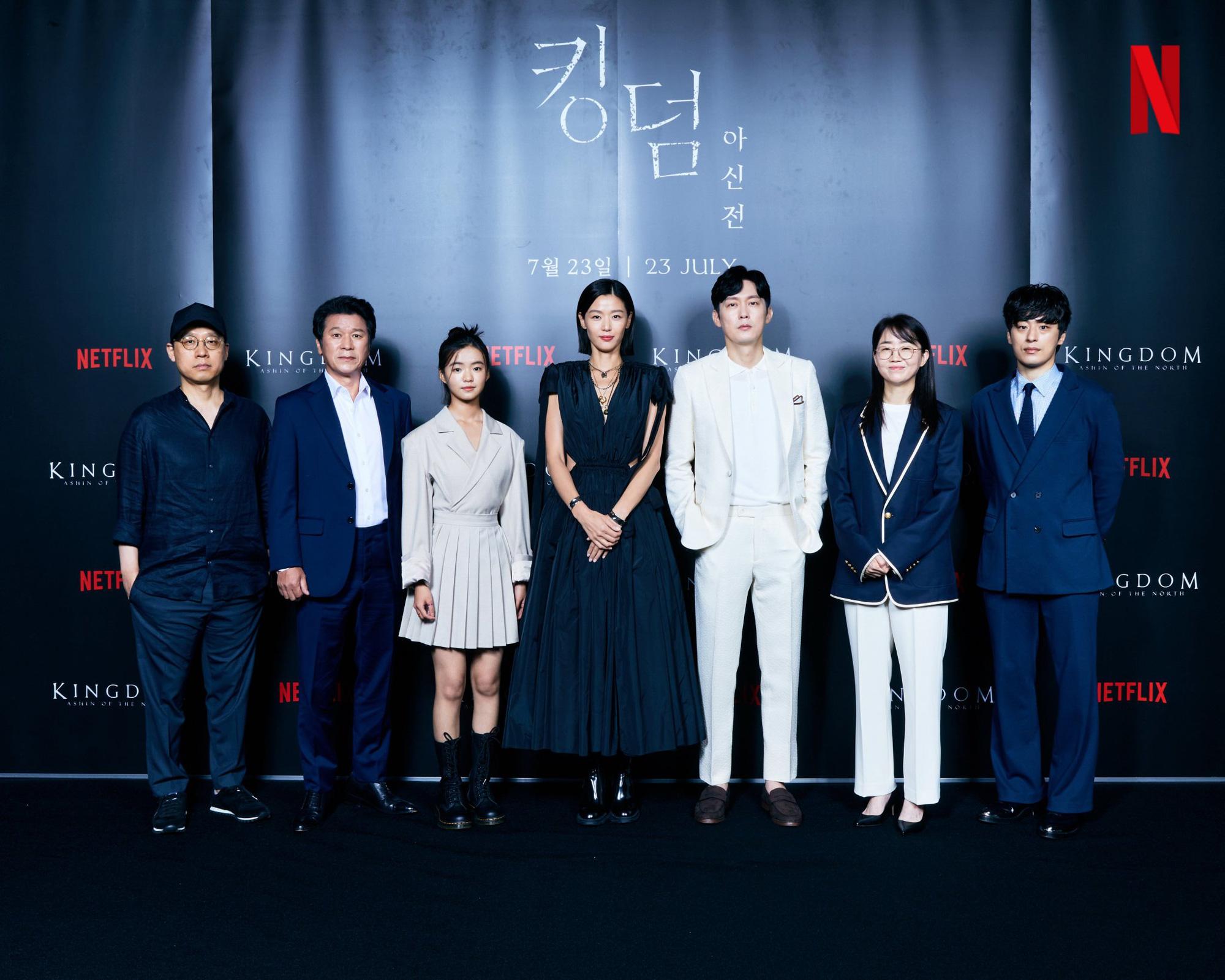 """Sau tin đồn ly hôn, Jeon Ji Hyun khiến dân tình """"hết hồn"""" với tóc tai mà makeup chán đời chưa từng thấy - Ảnh 8."""
