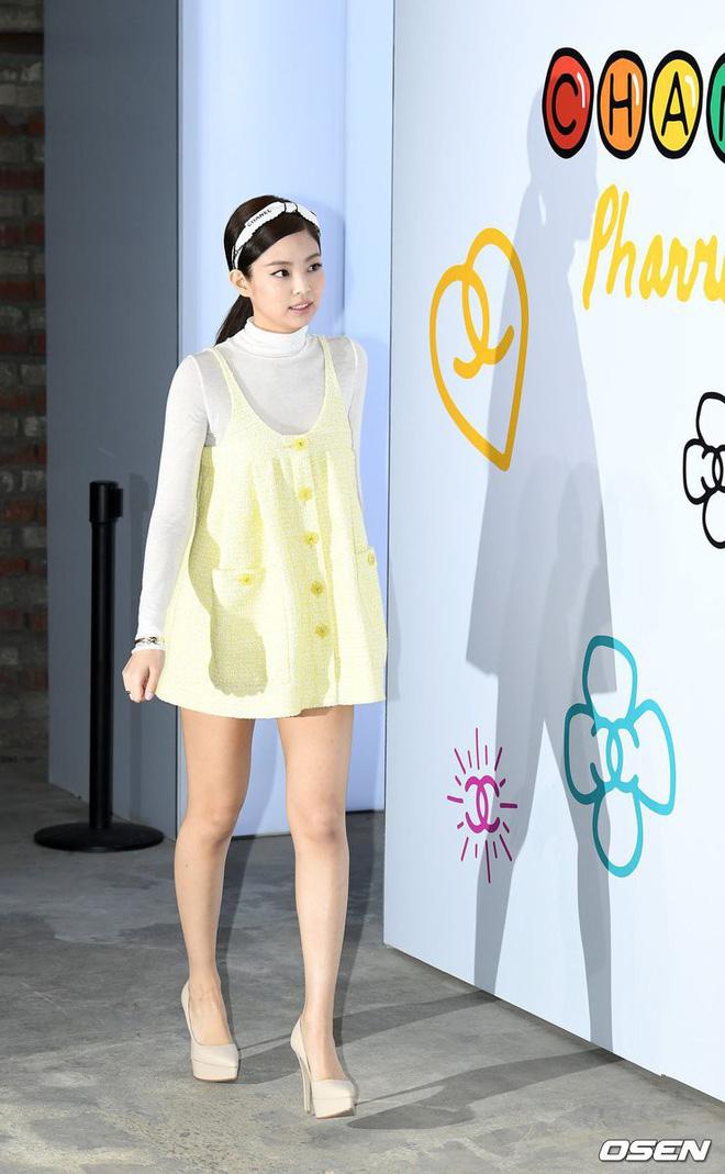 Chẳng ngờ sang chảnh như Jennie cũng bị 2 kiểu váy này hại tơi tả: Vừa dừ vừa lộ nhược điểm body - Ảnh 4.