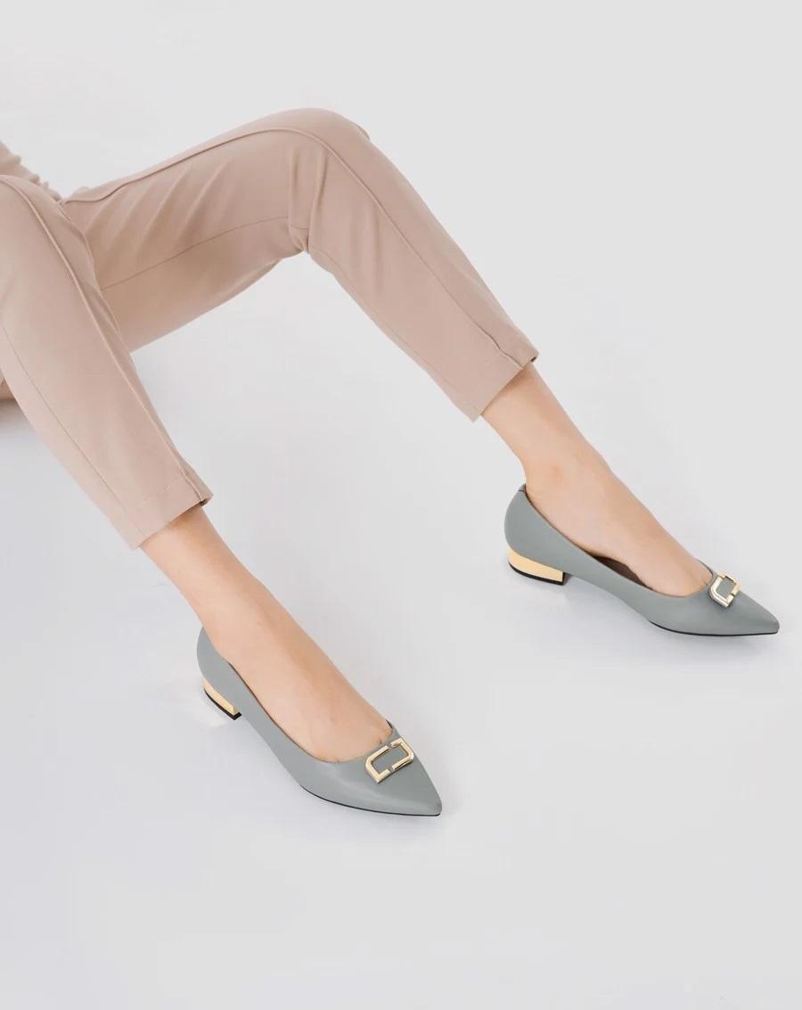 Kiểu giày chân ái của Son Ye Jin: Diện lên vừa hack dáng lại thanh lịch, style công sở sang hơn mấy phần - Ảnh 5.
