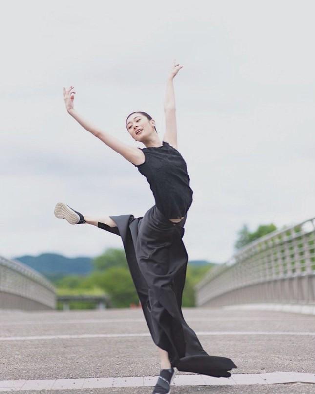 Nhan sắc bị chê nhạt nhòa của vũ công vừa đăng quang Hoa hậu Trái đất Nhật Bản - Ảnh 7.