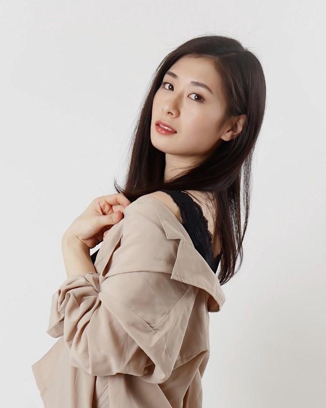 Nhan sắc bị chê nhạt nhòa của vũ công vừa đăng quang Hoa hậu Trái đất Nhật Bản - Ảnh 8.