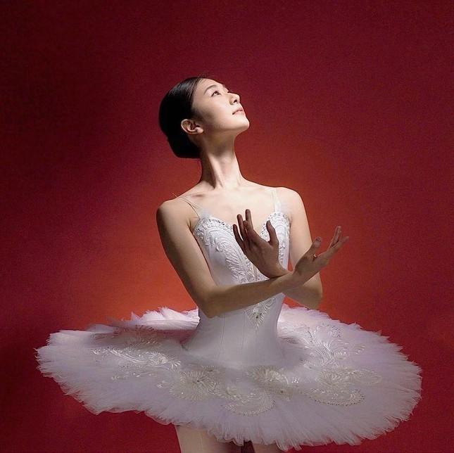 Nhan sắc bị chê nhạt nhòa của vũ công vừa đăng quang Hoa hậu Trái đất Nhật Bản - Ảnh 10.