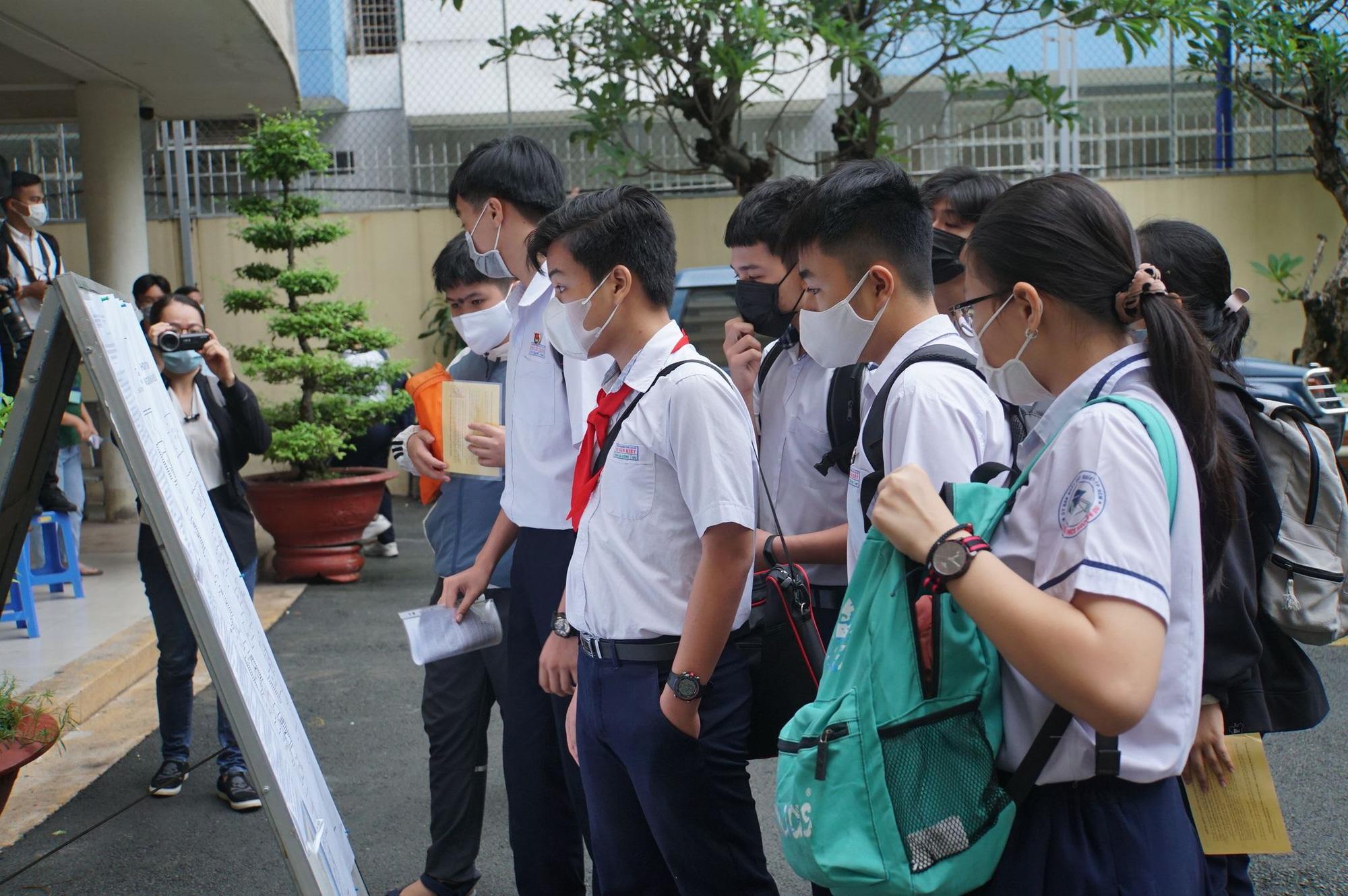 Sở GD-ĐT TP đề xuất các phương án tuyển sinh lớp 10, lớp 10 chuyên - Ảnh 1.